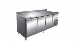 Mesa refrigerada ventilada G-PA3200TN de tres puertas con soporte